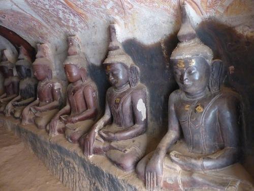 grottes de Po Win Daung; d'autres bouddhas
