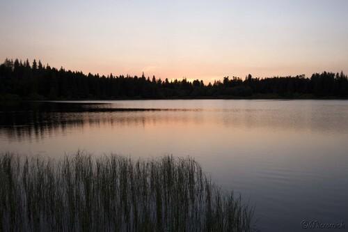 Crépuscule sur le lac de Servière