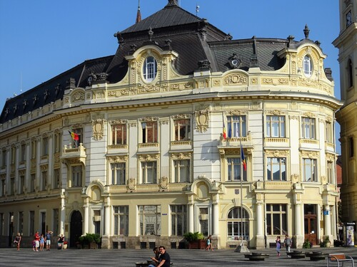 Autour de grandes places de Sibiu en Roumanie (photos)