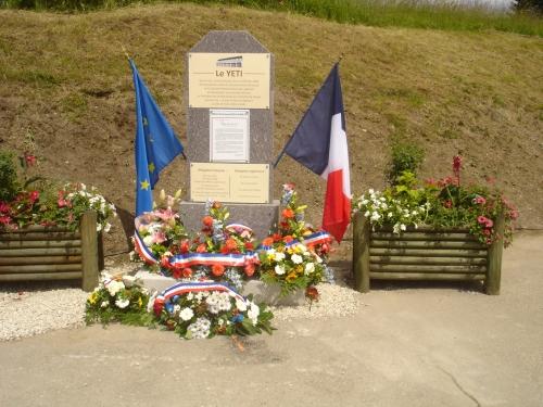 Article d'Armand de Simone, passeur de  mémoire concernant l'inauguration de la stèle  près du Yéti  aux Rousses