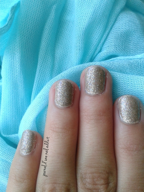 lucy in the sky swatch journal d'une nail addict