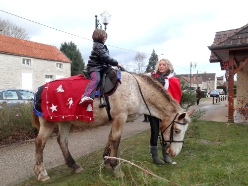 """Le marché de Noël 2011, organisé par les """"Bouffons"""" de Chamesson"""