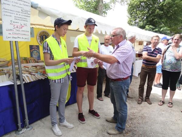 Le Lion's Club Châtillonnais a récompensé deux jeunes lycéens méritants lors des Journées Châtillonnaises 2015 !