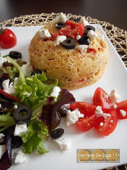 Bol cake tomates cerise, feta et olives noires