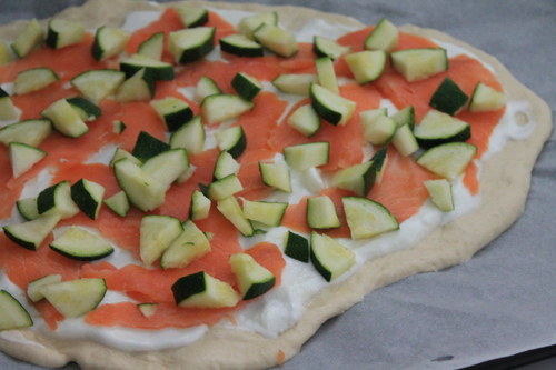 PIZZA AU SAUMON FUME & COURGETTE
