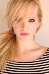 Caroline une meilleure amie de Bonnie et d'Elena.Elle deviendra vampire plus tard la series