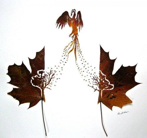 Avec des feuilles d'arbre