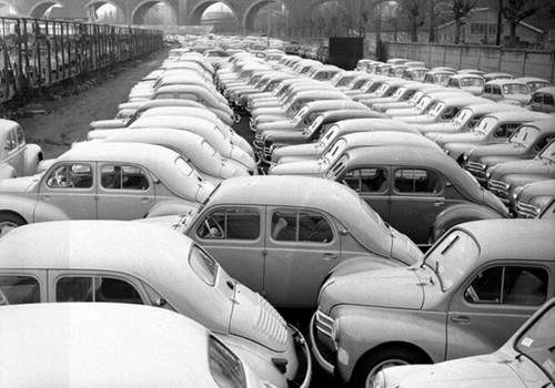 Le grand almanach de la France : la 4 CV Renault