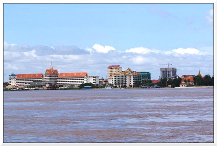 En bateau sur le Mékong. Phnom-Penh.