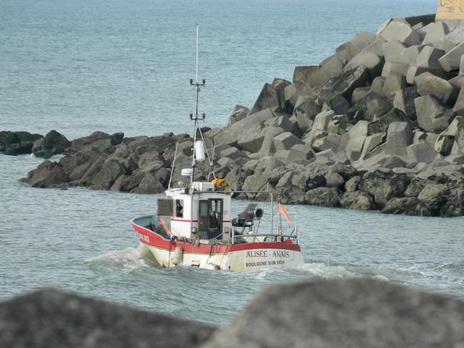 bateau de pêche au départ