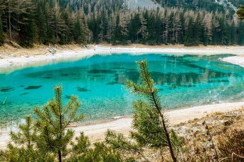 Un lac transparent et éphémère