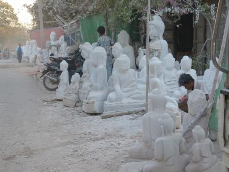 "Mandalay - quartier des ""buddha makers"""