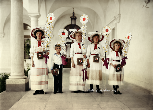 Imperial children at the occassion of White Flower Day, Livadia 1912  Beautiful as usual!
