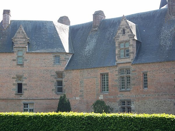 chateau-de-carrouges--1-.JPG