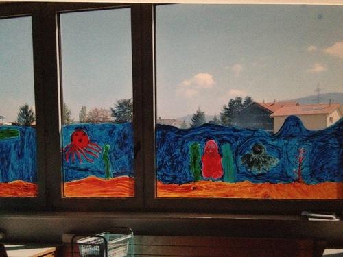 De la gouache sur les vitres