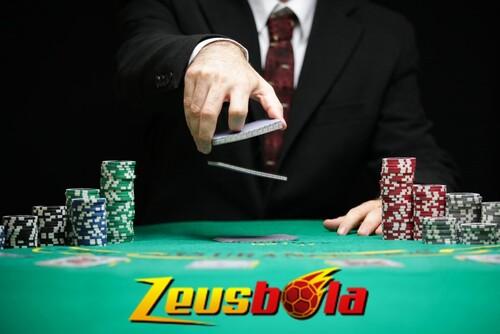 Jalan Enteng Menggulung Saingan Dalam Permainan Poker Online