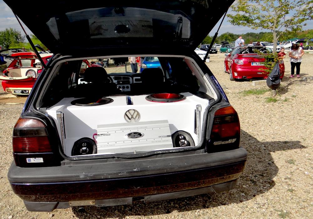 exposition de voitures tuning
