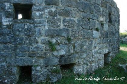 27. Le château de Logne en automne