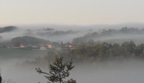 Neyrieu dans la brume