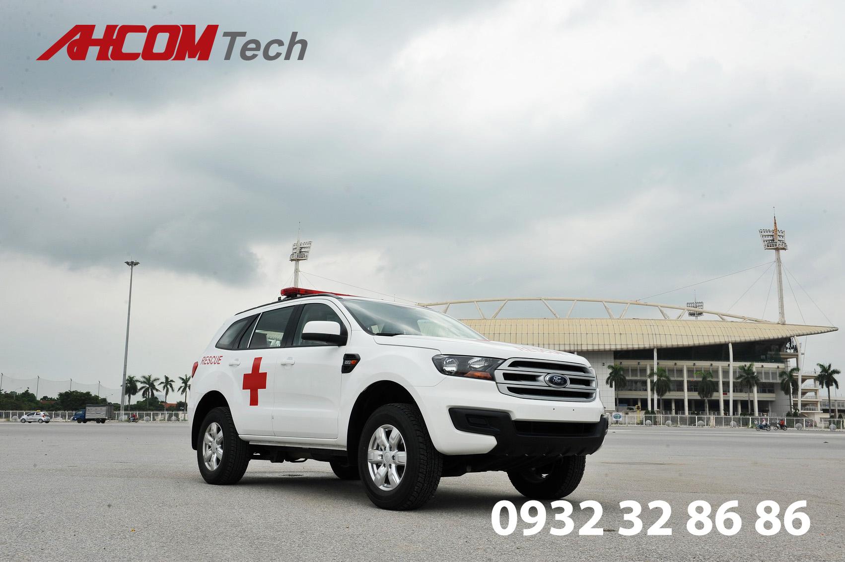 xe cứu thương ford everest