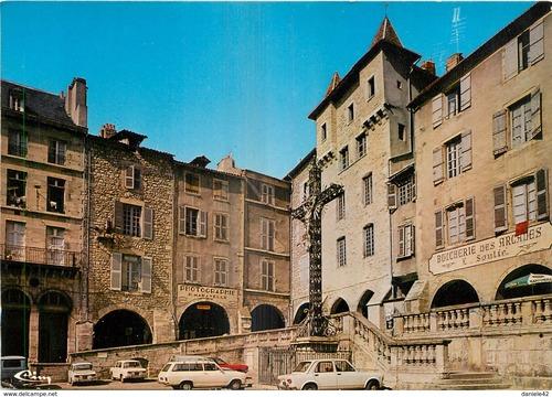 07 - Le marché de Villefranche, les arcades et la place Notre Dame