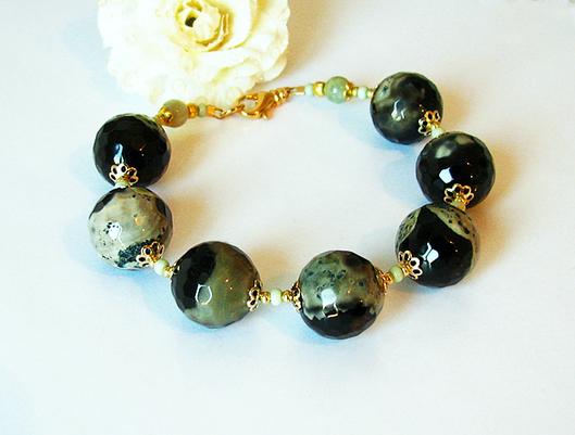 Bracelet Agate Noire et Vert argile / métal doré et laiton doré