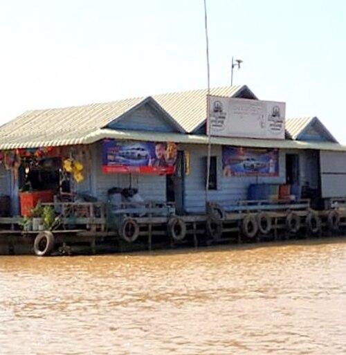 Suite du voyage de Noces N°10 le village flottant de Phnom Krom au Cambodge.