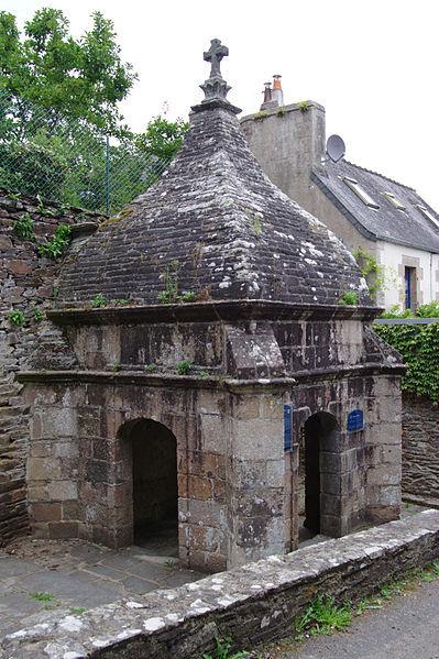File:Plestin-les-Grèves - Fontaine Saint-Efflam 02.jpg