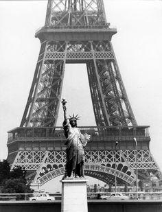 Doisneau : Tour Eiffel et statue de la Liberté.