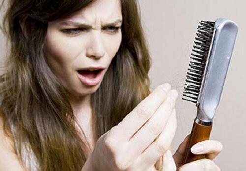 Cara Mengatasi Ketombe dan Rambut Rontok