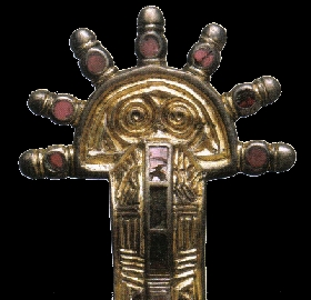 Fibule mérovingienne en argent doré, VIe siècle.