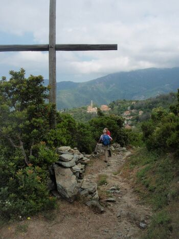 La croix au-dessus de Campile