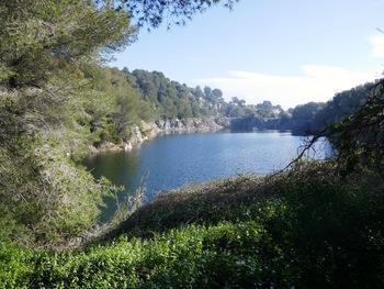 Le lac dans l'ancienne carrière