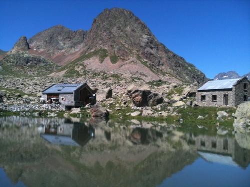 Lac et refuge de Vallonpierre (l'ancien et le nouveau)
