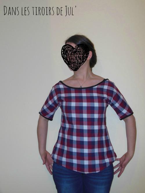 Chemise nouée dans le dos, à carreaux d'amour!