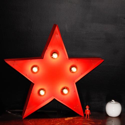 La grande étoile rouge