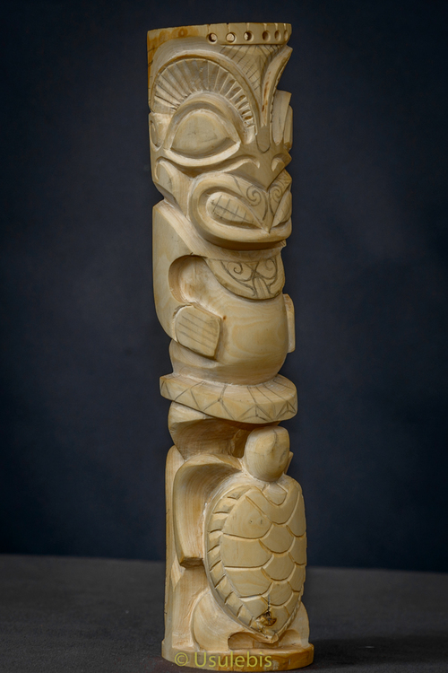 Totem Tiki , Honu , Manu en buis en cours de création