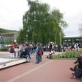 Collégiens dévillois, allemands et italiens devant la Mairie