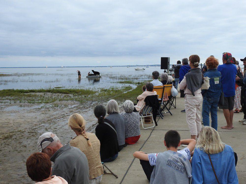 Le PianO du Lac, un concert poétique et humoristique sur le Bassin d'Arcachon (1/2)...