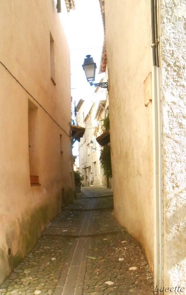 Promenade dans le vieux village de Biot