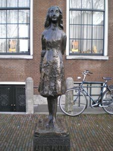 statue-anne-frank