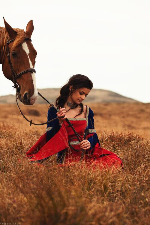 Hellen  robe rouge  bleu roi