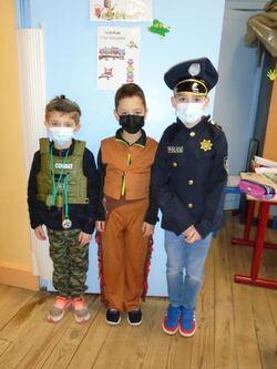 policier, cow-boy et militaire