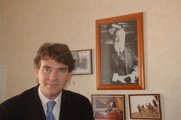 C'est El Watan le quotidien algérien   qui l'écrit :  Montebourg fier de son grand-père algérien