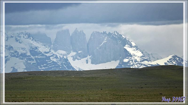 Les tours de Torres del Paine, Monte Almirante Nieto et Cerro Peineta - Route vers El Calafate - Argentine