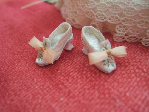 fabriquer des chaussures de marquise au 1/12éme
