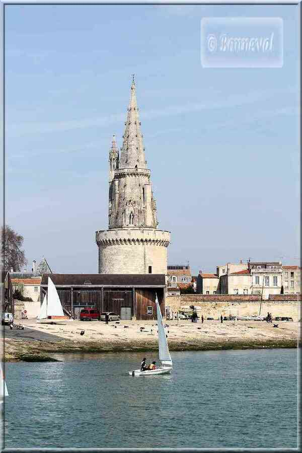 La Rochelle rue sur les Murs Esplanade Saint-Jean-d'Acre vues du Gabut