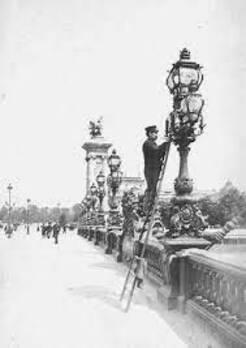 La barre d'appui de l'allumeur de réverbère Pont Marie – Paris Autrement