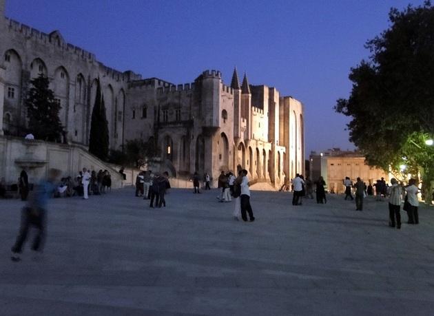 Milonga devant le Palais des Papes