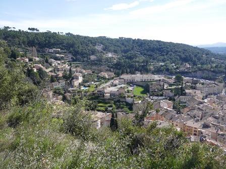 Vue sur une partie du village depuis la plate-forme devant les tours